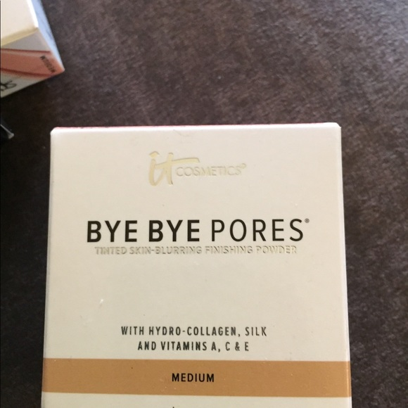 it cosmetics Other - Bye pores
